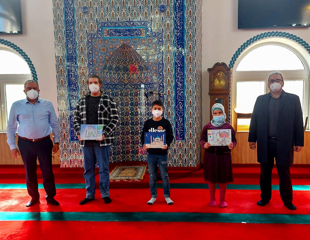 """""""Hayalimdeki Camii"""" Resim Yarışması'nın ödülleri sahiplerini buldu"""