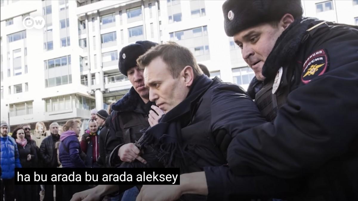 Navalny kendisine Kur'an-ı Kerim vermeyen yönetimi mahkemeye verdi