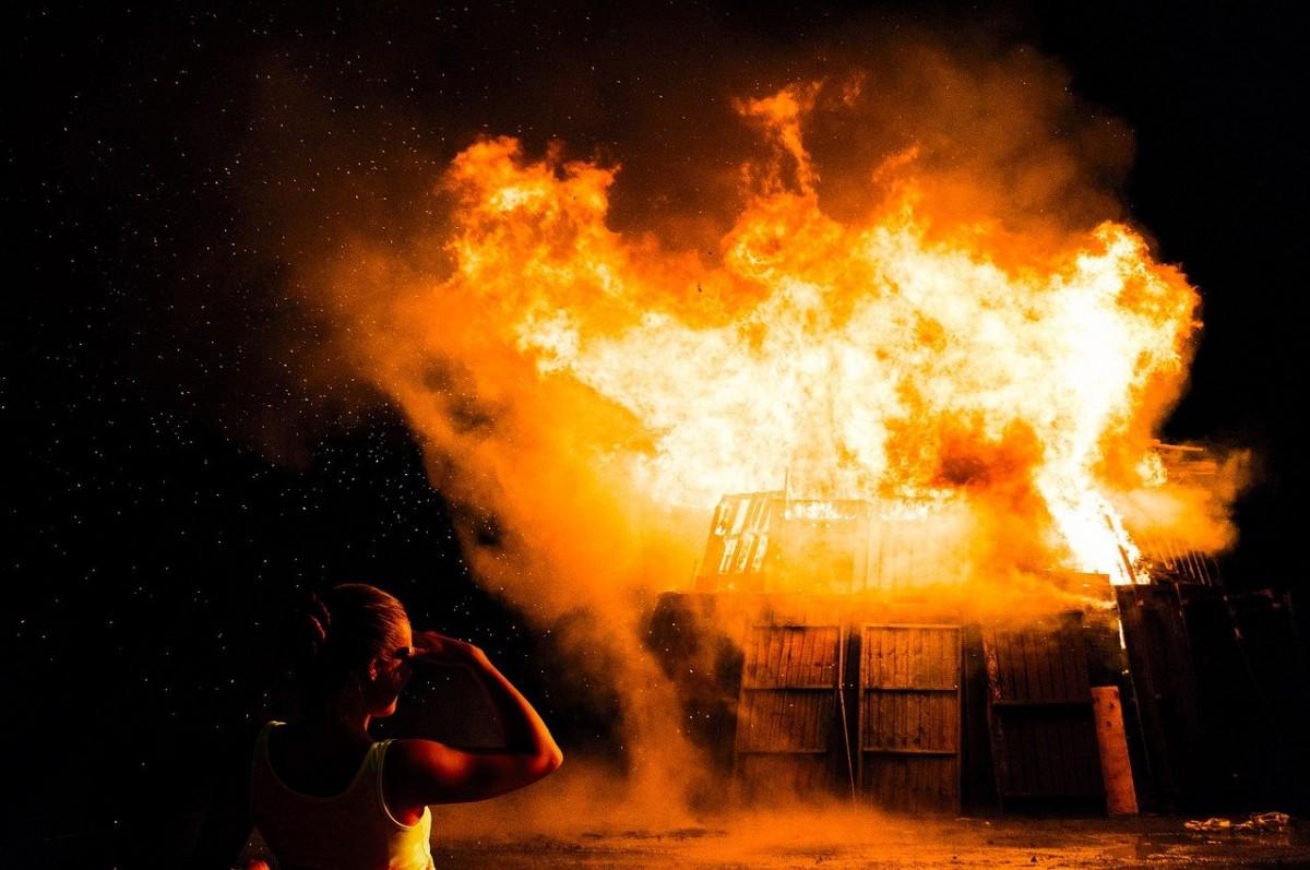 Bremen'de 4 kişilik bir aile yangında yok oldu!