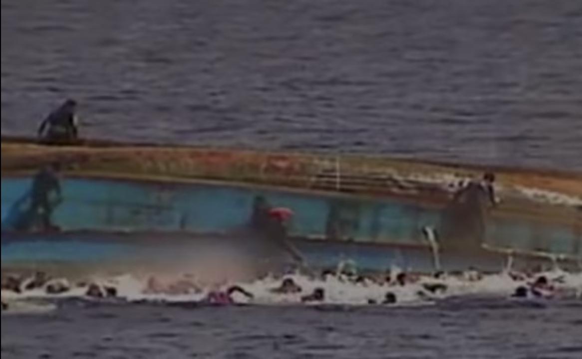 Göçmenleri taşıyan tekne battı: En az 100 kişi yaşamını yitirdi