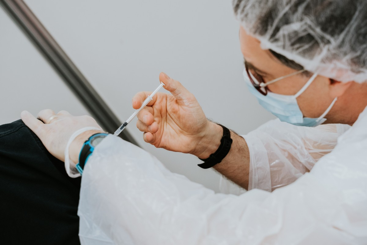Almanya'da bir günde 1.1 milyon kişiye koronavirüs aşısı yapılarak rekor kırıldı