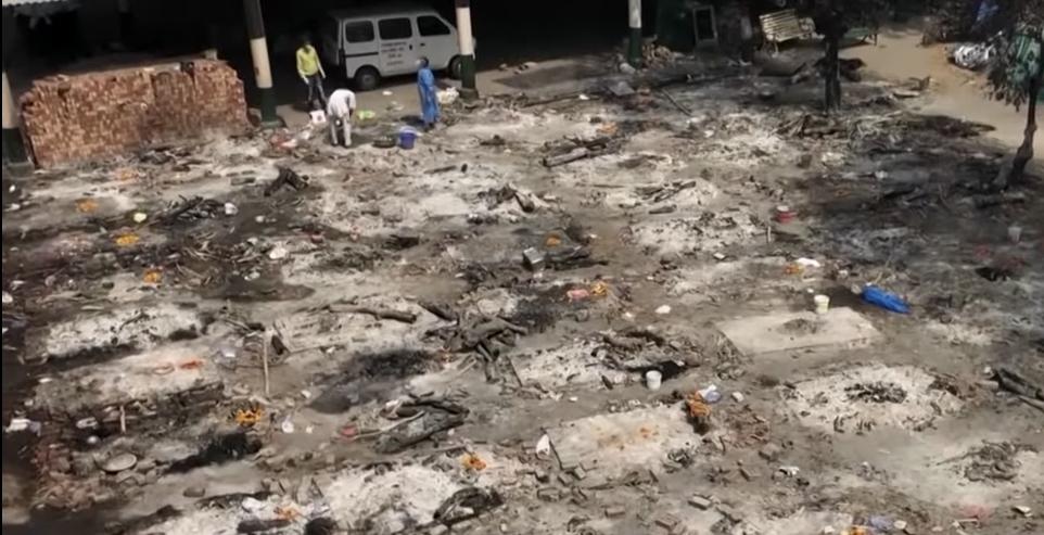 Hindistan'da sokaklar ceset yığınlarıyla doldu