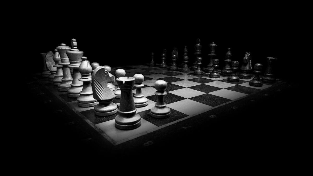 Irkçı zanlıyı satranç merakı yakalattı!