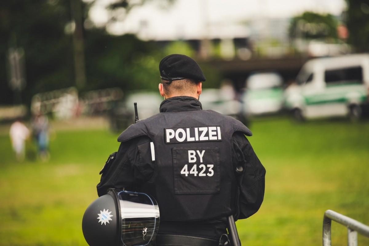 Berlin'de polis şiddeti ve ırkçılığı binlerce insan tarafından protesto edildi