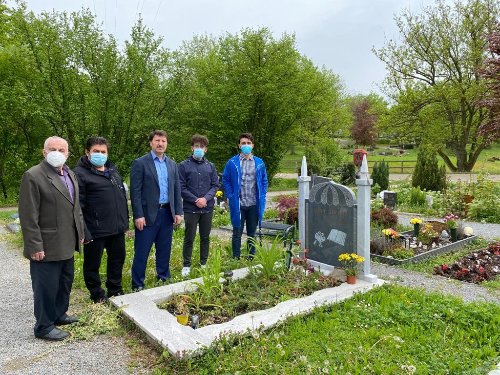 UID, Müslüman mezarlığını ziyaret ederek dualar okudu