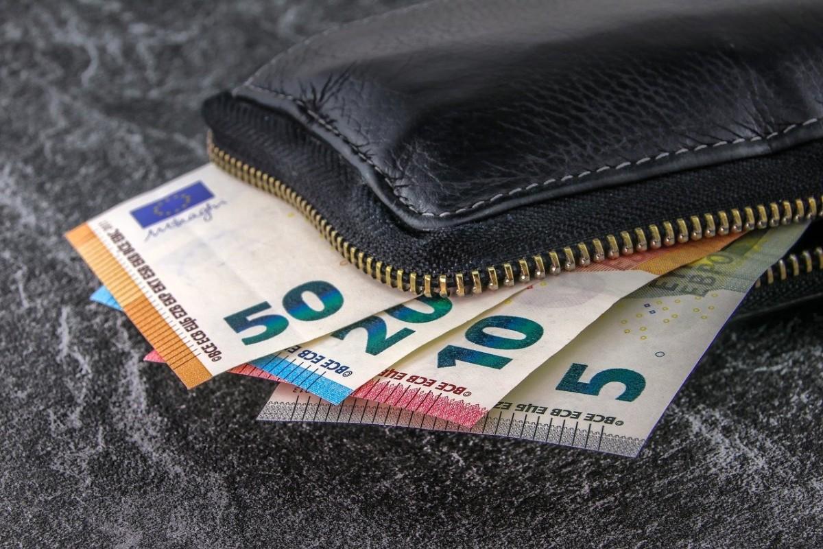 Fransa'da 18 yaşındaki gençlere 300 Euro