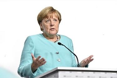 Sosyal medyada Merkel'e hakarete 8 ay hapis cezası