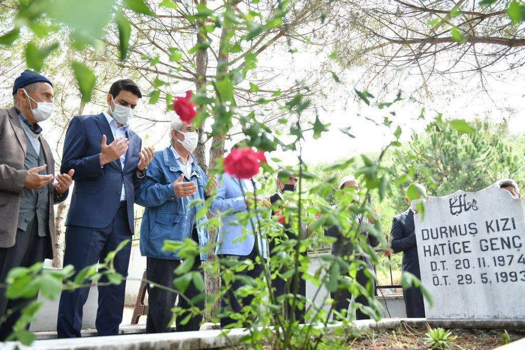 YTB Başkanı Eren, Solingen'de hayatını kaybedenleri mezarları başında andı