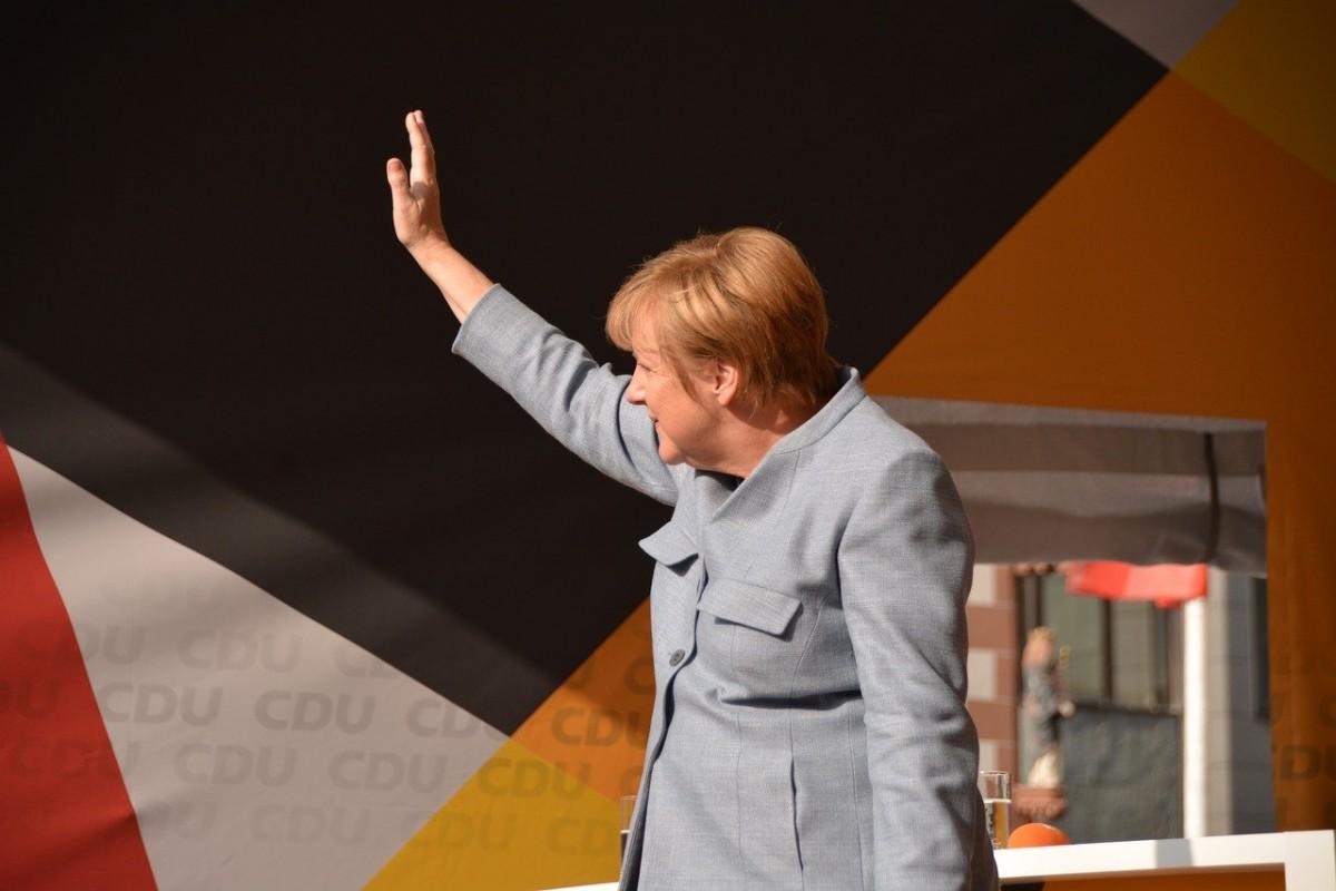 Belarus'a yönelik yaptırımları Merkel savundu