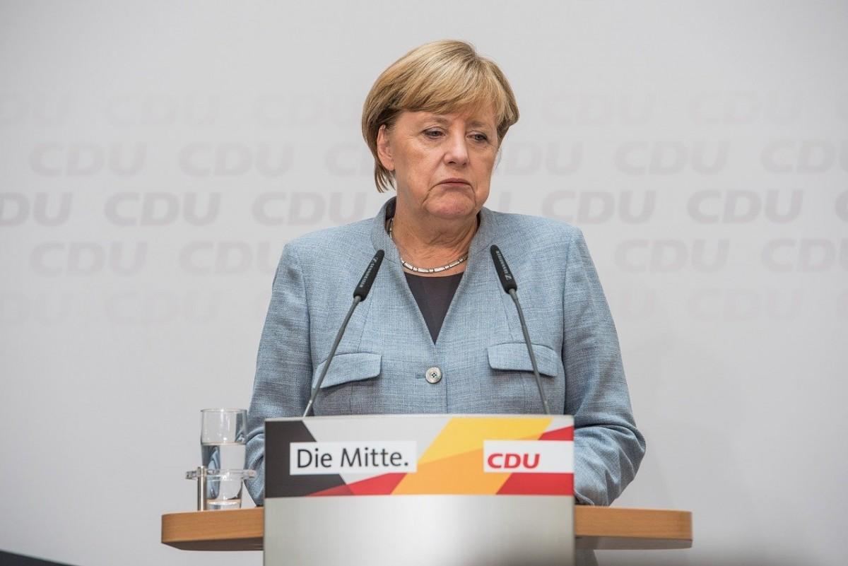 Merkel, Eyalet Başbakanlarıyla video konferans aracılığıyla biraraya geldi