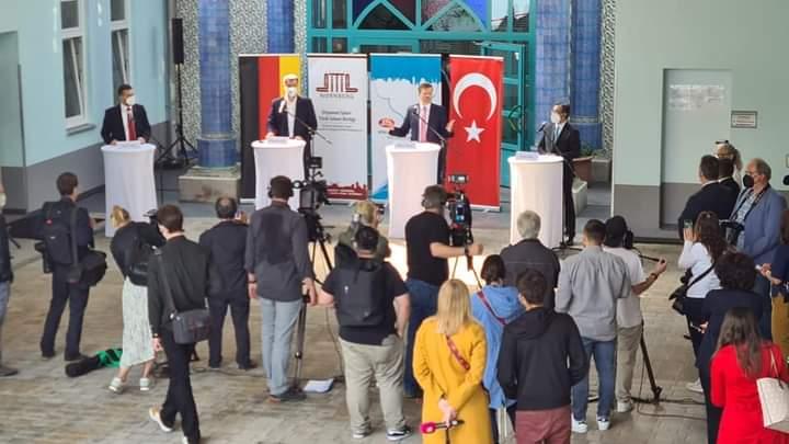 Eyüp Sultan Camii'ndeki aşılama programına Dr.Söder ve Başkonsolos Serdar Deniz'de katıldı