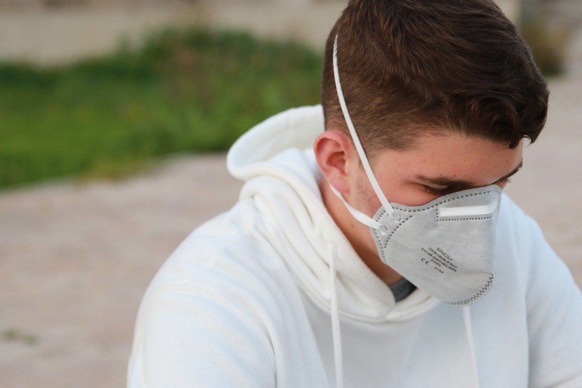 İtalya'da açık alanlarda maskeyi kaldırıyor