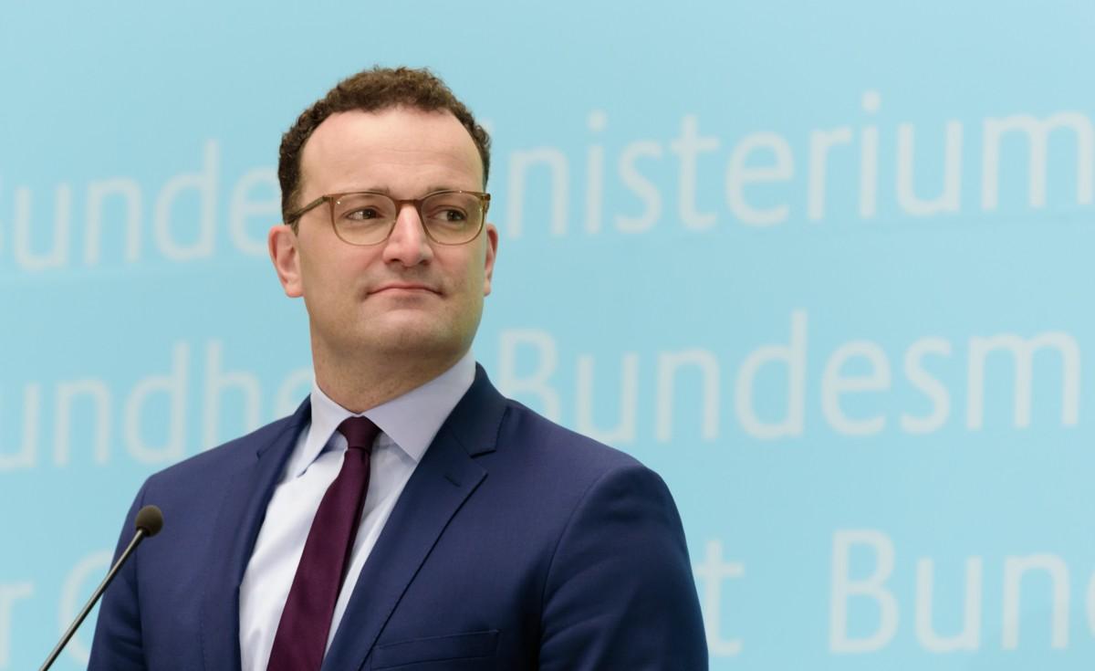 Jens Spahn'a '400 milyon euro' suçlaması