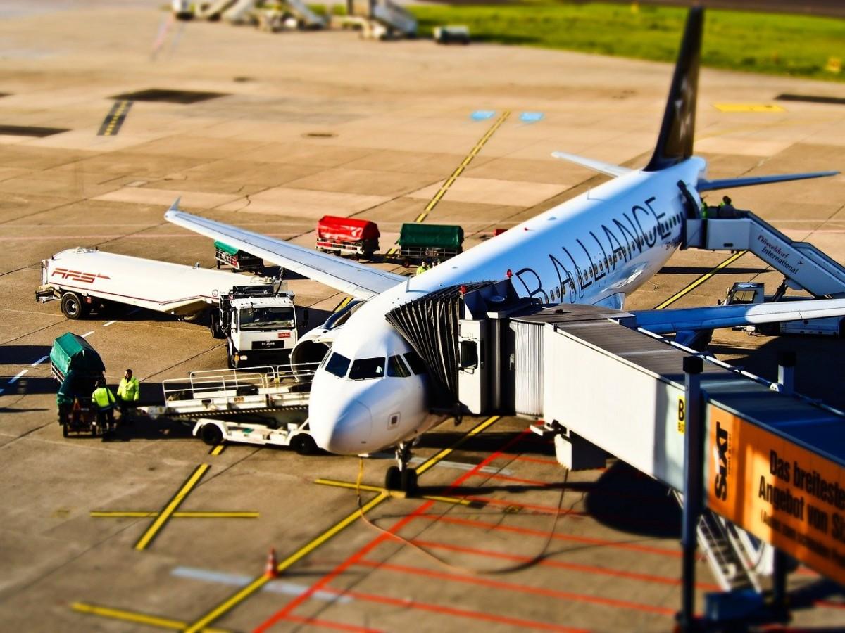 Yolcu, uçağın kalkışı esnasında atladı