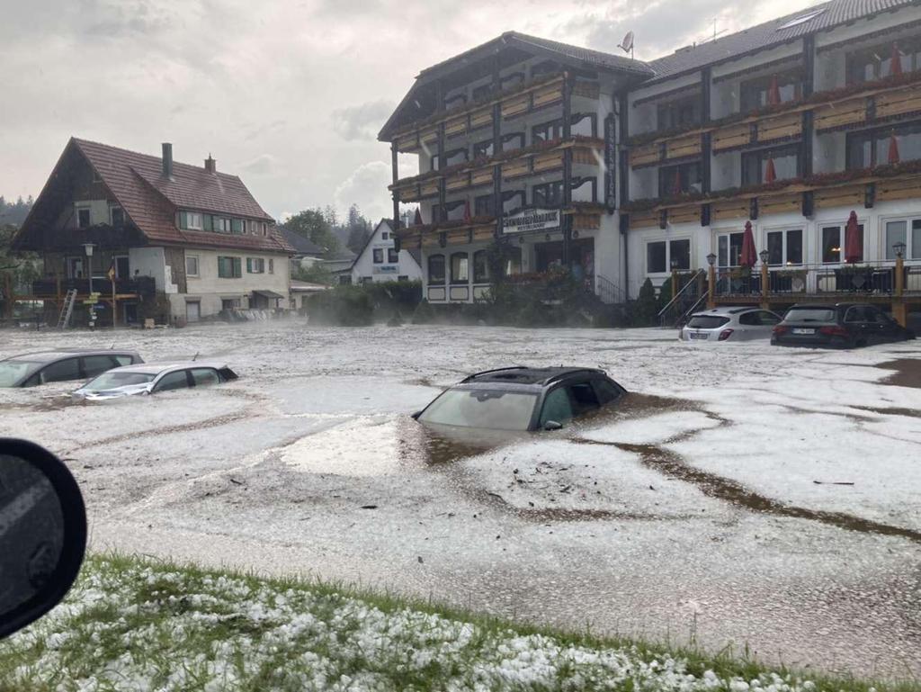 Stuttgart ve çevresini sel vurdu