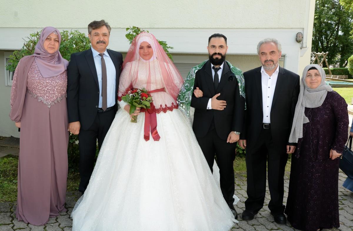 Atalay Ailesi'nin Kızları Birer Hafta Arayla Dünya Evine Girdi