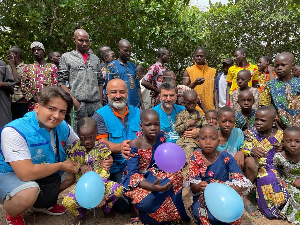 TDV ve DİTİB Afrika'da Yaklaşık 11 Bin Hisse Kurban Dağıttı