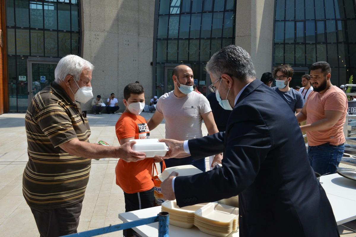 DİTİB Merkez Camii'nde Geleneksel Kavurma İkramı
