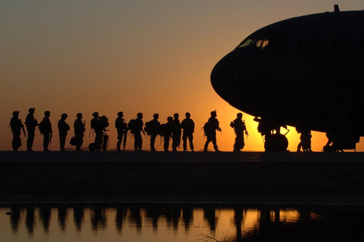 Taliban Kabil'e Girdi, Afganlar Havalimanına Hücum Etti