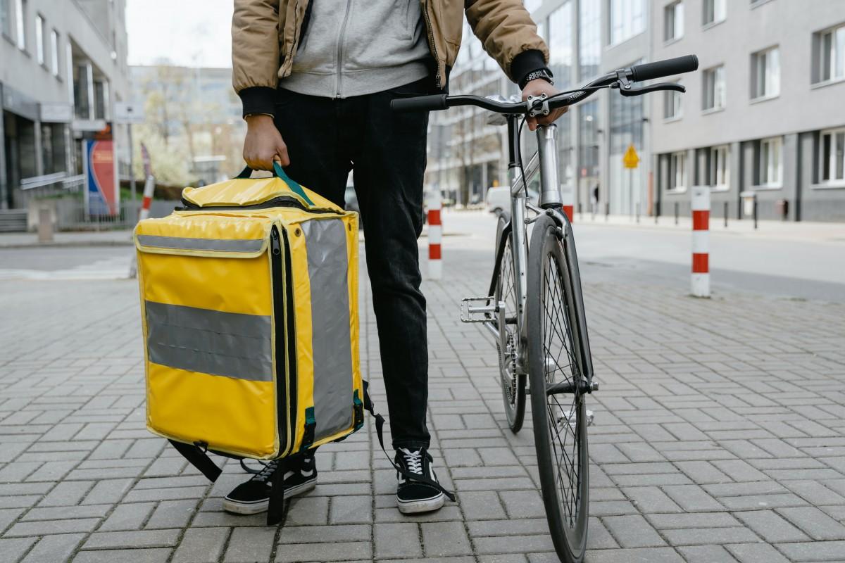Afganistan'da İletişim Bakanıydı, Almanya'da Bisikletli Kurye Oldu