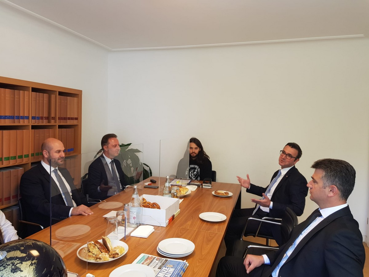 Başkonsolos Öner'den, SPD Milletvekili  Adayı Karaahmetoğlu'na Ziyaret