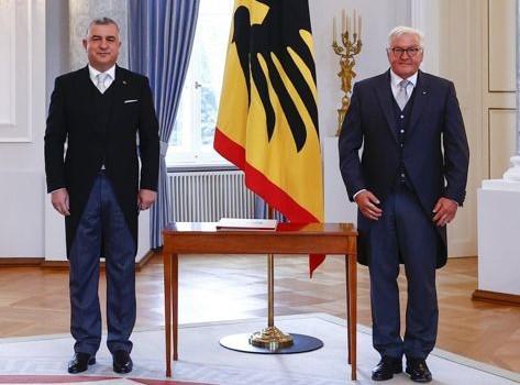 Büyükelçi Şen, Cumhurbaşkanı Steinmeier'e Güven Mektubunu Sundu