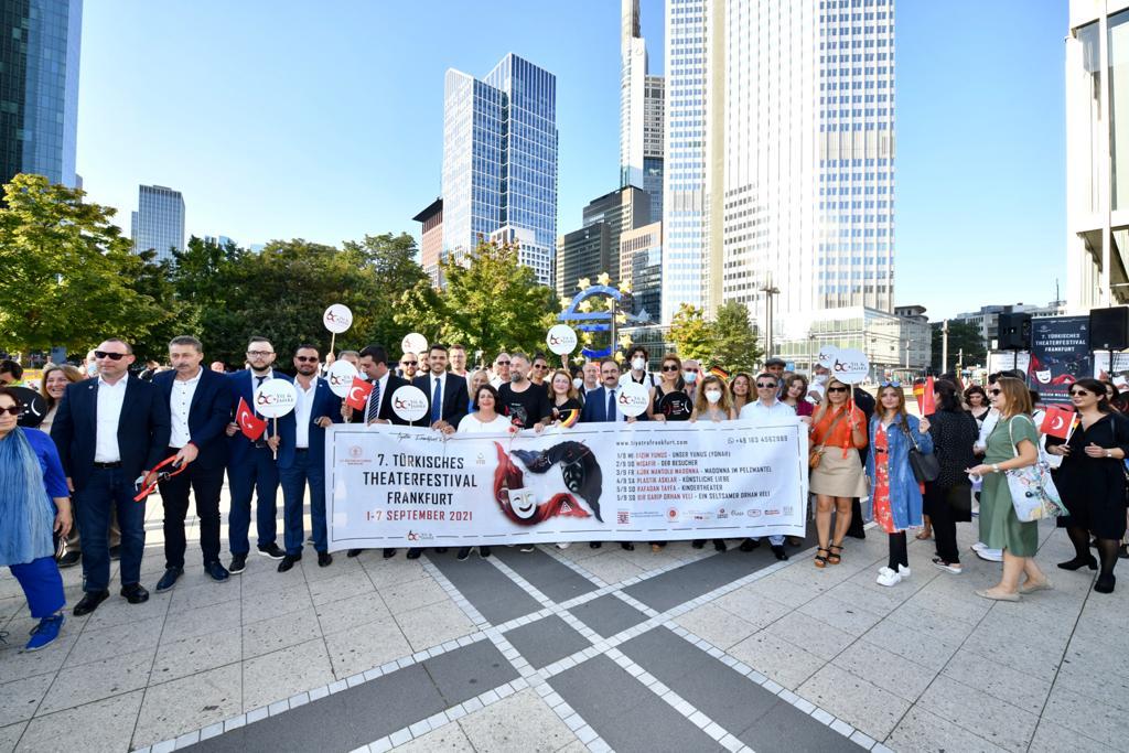 YTB'den Frankfurt'ta Göçün 60'ıncı Yılı Korteji