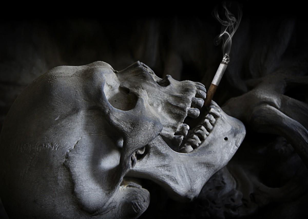 Tiryakiler Sadece Sigarayı Değil, En Yakınlarını da Yakıyor