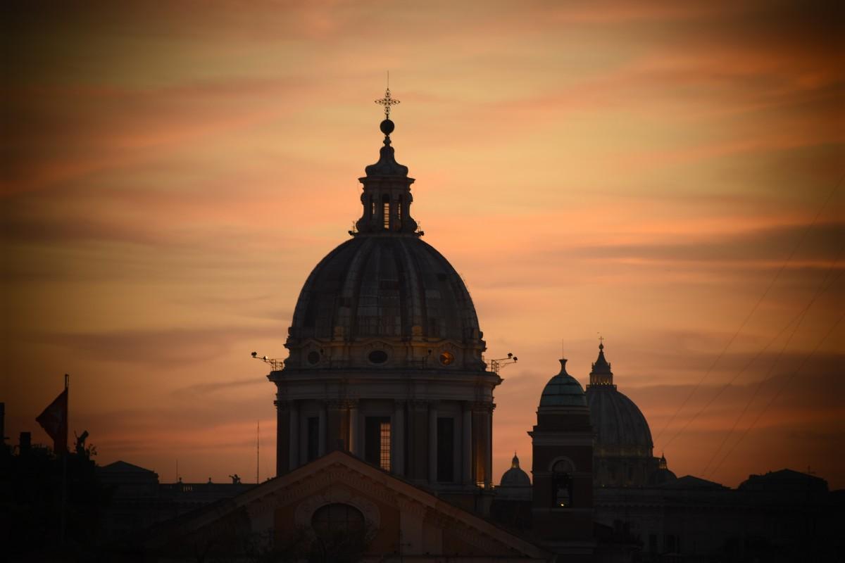 Taciz İddialarını Görmezden Gelen Başpiskoposunun İstifası Reddedildi