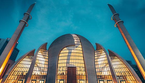 Köln Semalarında Artık Sela ve Ezan Duyulacak