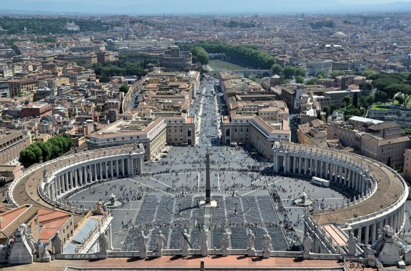 Papa'ya Yakın Kardinale 350 Milyon € Yolsuzluk Suçlaması